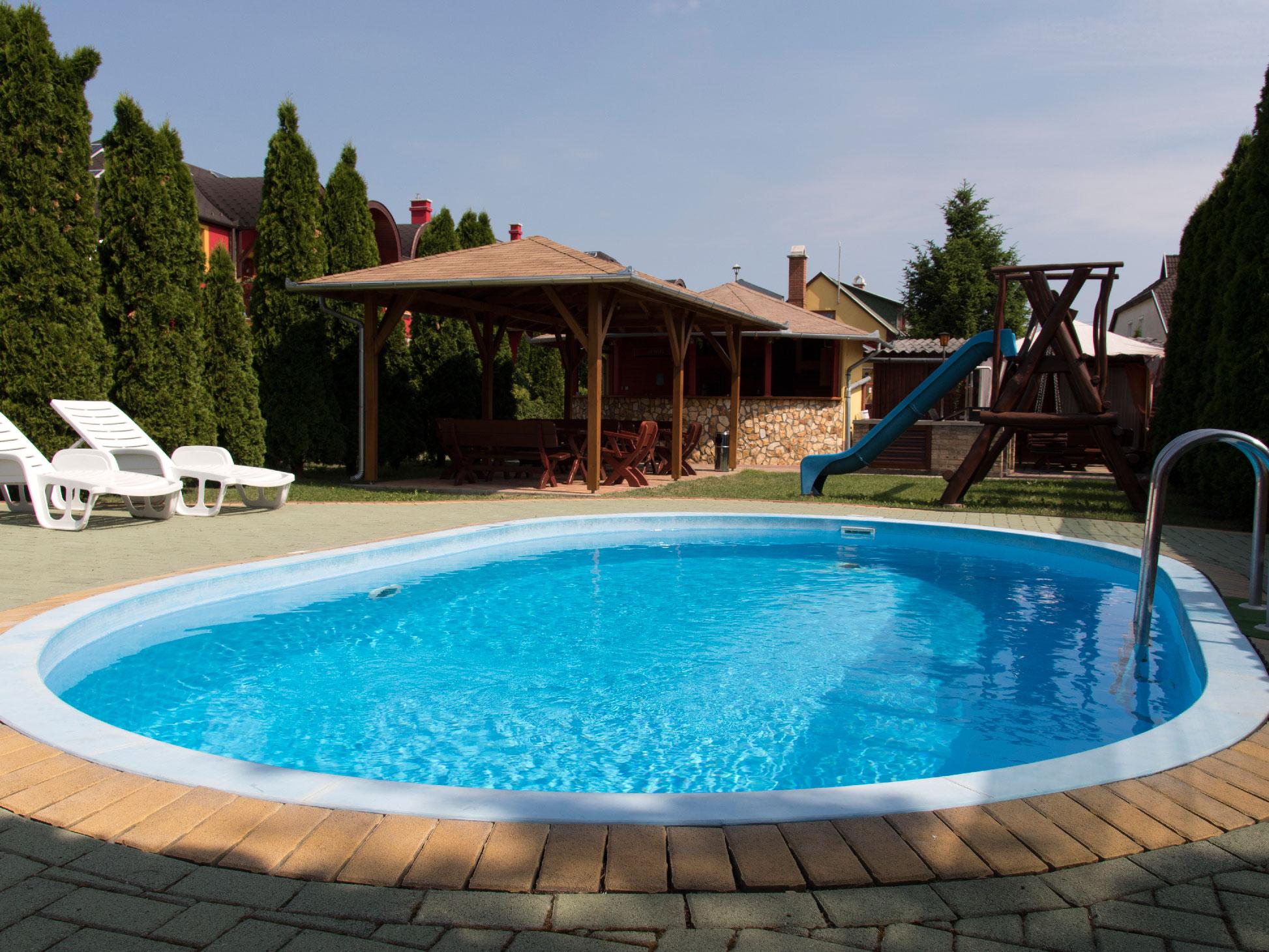 Aladdin apartman basen i ogr d for Garden swimming pool b q